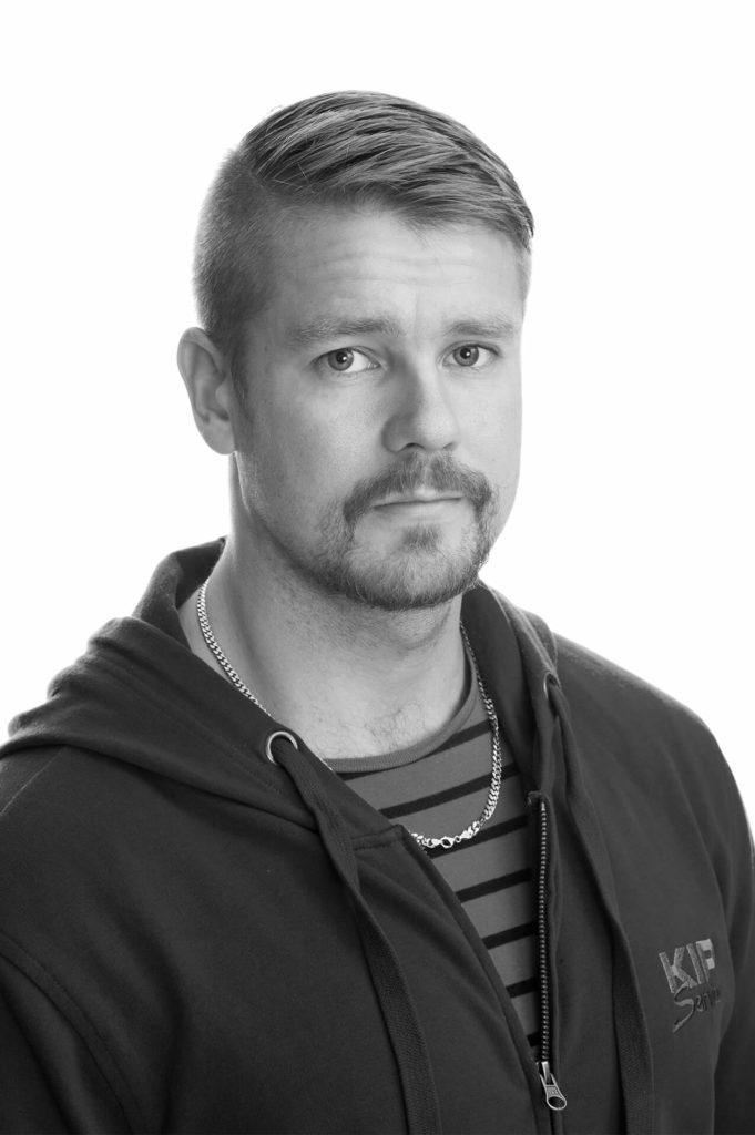 Pertti Viitasaari, Kip Service